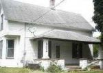 Foreclosed Home in Davenport 52804 2136 N ZENITH AVE - Property ID: 2823038