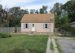 Foreclosed Home in Shirley 11967 127 E PARKVIEW DR - Property ID: 3366024