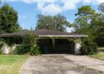 Foreclosed Home in Clute 77531 101 CARDINAL ST - Property ID: 3425650