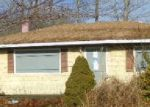 Foreclosed Home in Mastic 11950 117 MAIN AVE - Property ID: 3529821
