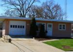Foreclosed Home in Woodstock 60098 1746 WALNUT DR - Property ID: 3942014