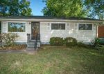 Foreclosed Home in Louisville 40218 5204 ROBINWOOD RD - Property ID: 4035069