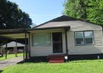 Foreclosed Home in Louisville 40218 5306 RED OAK LN - Property ID: 6285556